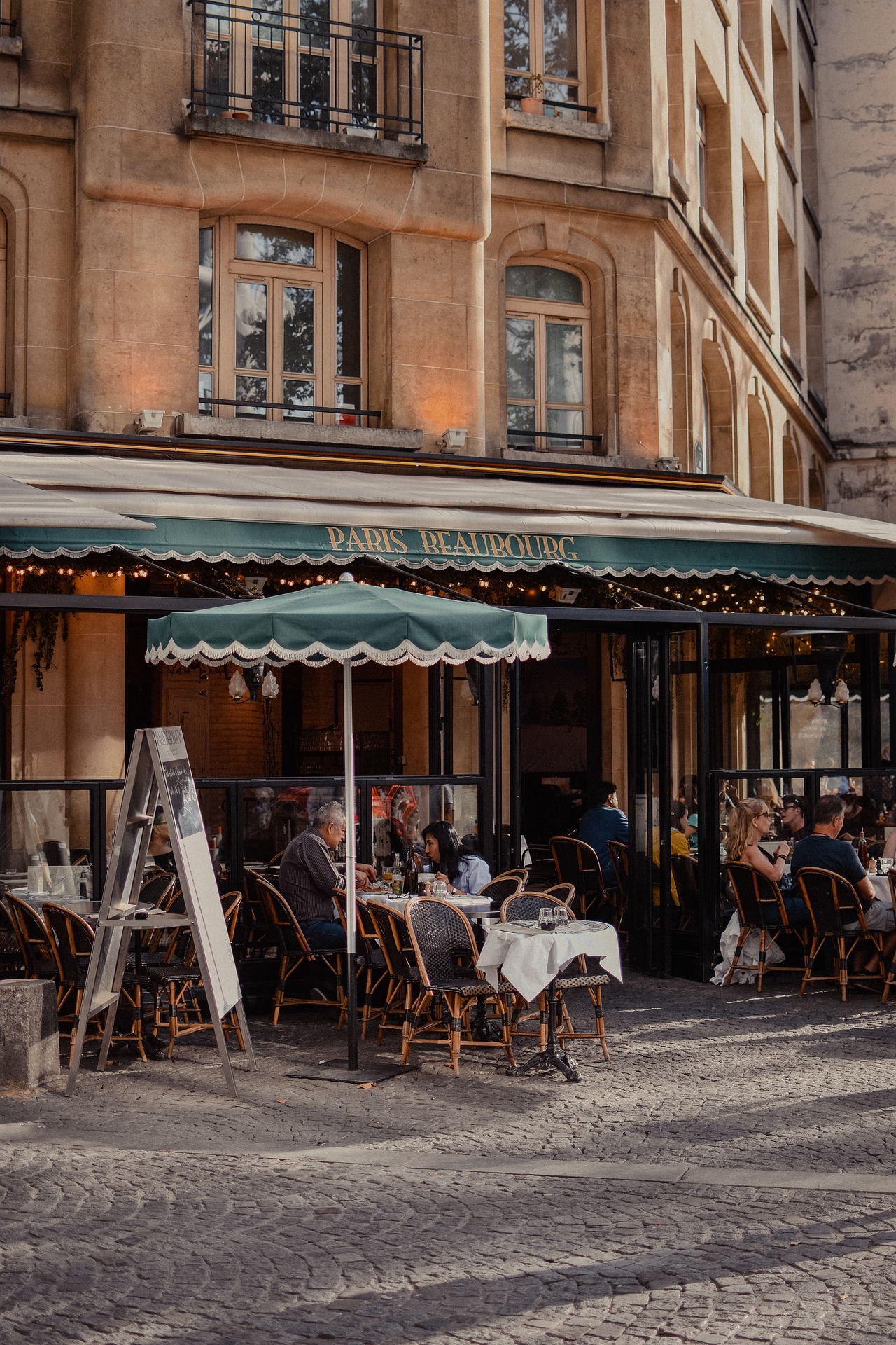What We Can Learn From Café Culture In France